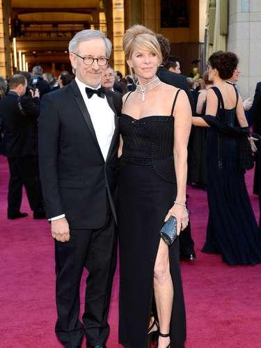 El nominado al Oscar Steven Spielbergjunto a su esposaKate Capshaw.