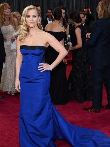 Reese Witherspoon acertó con el llamativo color que rompió entre la gama escogida por las \