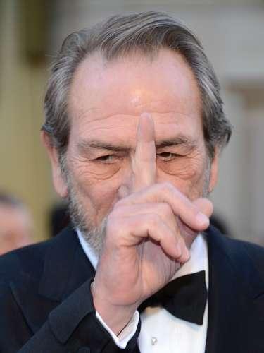 Tommy Lee Jones parece estar prediciendo al ganador de los Oscar... habra dicho Argo?
