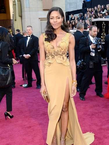 Naomie Harris eligió el dorado para los Oscar 2013
