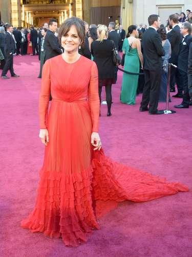 De rojo Valentino se vio a Sally Field, dos veces ganadora del Óscar y nominada a Mejor actriz de reparto por su papel en \