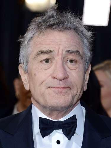 El veterano actor Robert De Niro parece algo aburrido con otros Oscar.