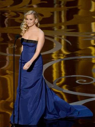 Totalmente radiante, la actriz Reese Witherspoon presentó trailers de las cintas nominadas a Mejor Película, entre ellas la muy premiada 'Life Of Pi'.