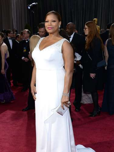 Queen Latifah en impecable blanco, el toque de color fue para los labios.