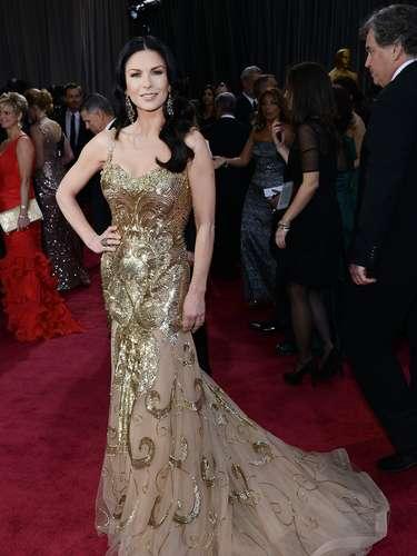 Catherine Zeta Jonesvisitóde dorado, el diseño es deZuhair Murad.