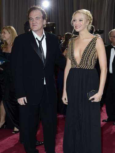 Quentin Tarantino muy desprolijo frente a la sexy Lianne Spiderbaby, que lució un escotazo.