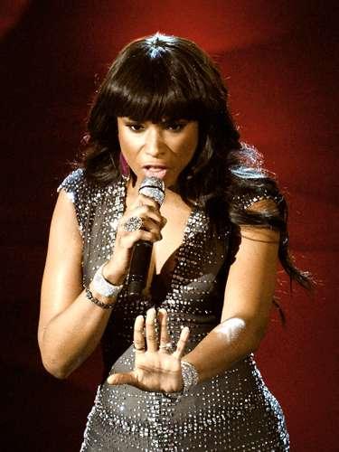 Para su performance, Jennifer Hudson utilizó un ajustado vestido que acentuó su figura.