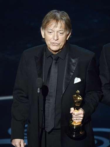 El mezclador de sonido Andy Nelson acepta el premio Mejor Mezcla de Sonido por 'Los Miserables'.