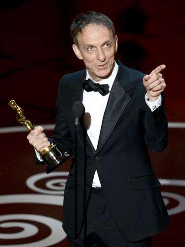 El compositor canadiense Mychael Danna acepta el Oscar a la Mejor Banda Sonora Original por película \