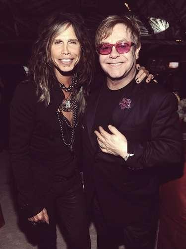 Steven Tyler y Elton John comparten un rato amigable.