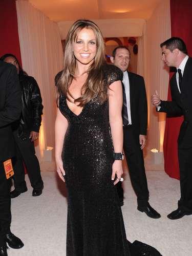 Britney Spears asistió al evento y fue la sensación con una vestido negro muy sugerente.