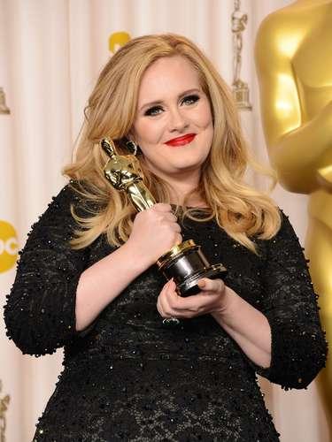 """En su estadía en el 'press room', Adele se exaltó muchísimo por el triunfo como Mejor Actriz de Jennifer Lawrence, que hasta soltó un """"Wooohooo""""."""