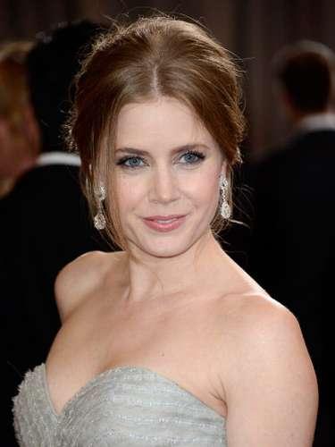 Amy Adams, se vio fabulosa en su vestido en straple  de Oscar de la Renta, con suaves capas de tul flotando hasta el suelo.