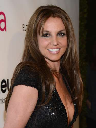 Britney Spears is now a sexy brunette! The entertainer looked radiant in a hot black gown at 21st Annual Elton John AIDS Foundation Academy Awards Viewing Party.