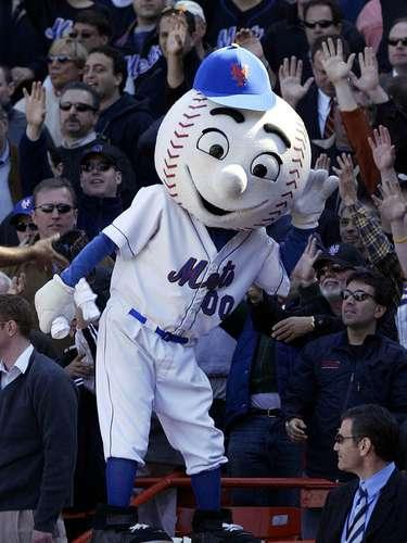 3. Mr. Met: La cabeza de pelota de béisbol, los ojos y la sonrisa torpes, son presencias omnipresentes en los comerciales de ESPN SportsCenter. Puede que no haya una mascota que genere más risas hoy en día que Mr. Met.