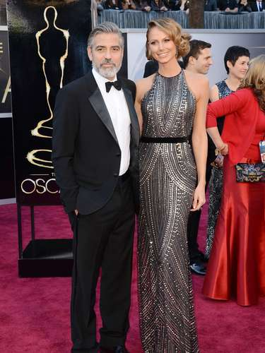 George Clooney and girlfriend Stacy Keibler make quite the entrance at the Oscars!