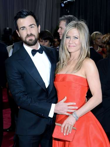 Justin Theroux and Jennifer Aniston compete for hottest couple at the Oscars.