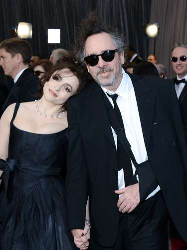 Helena Bonham Carter and Tim Burton are lovers from the darkside of the Oscars! We love them!