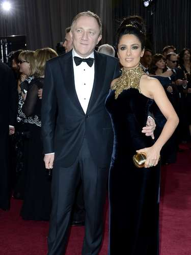 Salma Hayek is a queen next to her king Francois-Henri Pinault at the Oscars.