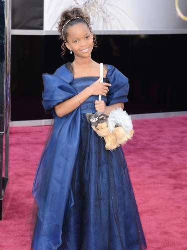 Mejor Vestidas. Como una princesita, así lució Quvenzhané Walli, la niña que a sus 9 años no solo aspira a la estatuilla dorada, sino a ser una de las mejor vestidas de la noche con este amplio traje en color azul oscuro.