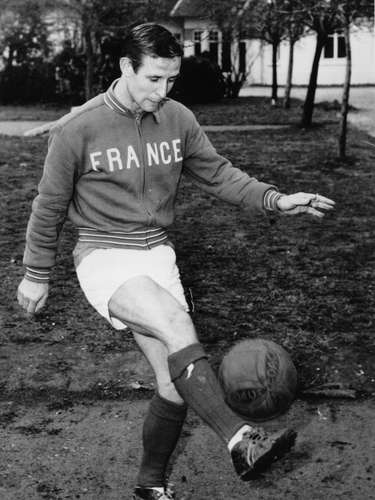 One of the first great '7's in Real Madrid was France's Raymond Kopa. Golden Ball winner in 1958, he played alongside Di Stefano and Puskas. He spent three years with the team (156-159), winning the European Cup all three years.