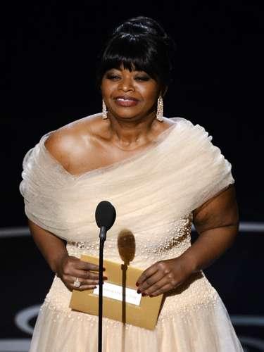 Octavia Spencer, entró al escenario para presentar el premio al Mejor Actor de Reparto.