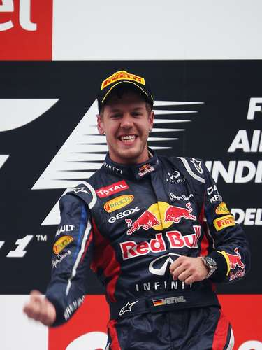 Alemania tiene a su representante en el guapo piloto de Fórmula 1 Sebastian Vettel, quien en 2012 se convirtió en el piloto más joven de la historia en ser tricampeón de la máxima categoría de automovilismo.
