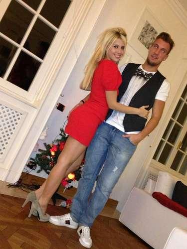 A pesar de que el matrimonio vive en Italia debido a que Maxi López juega con la Sampdoria, han decidido ubicar su residencia en Mallorca, España.
