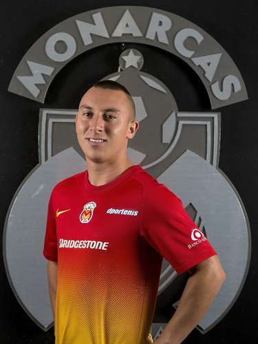Antonio Pedroza has a Mexican father. Club: Morelia. Place of birth: Chester, England.