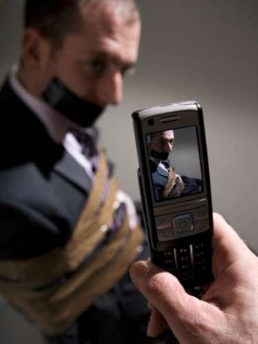 El desarrollo de este delito se ha apegado a la era moderna de la tecnología y los últimos avances, lo que le ha facilitado a la delincuencia interceptar teléfonos o crear un propio equipo de comunicación que no pueda ser rastreado.