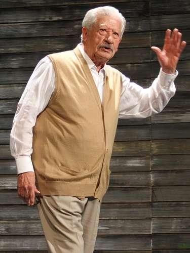 Ignacio López Tarso es Don Ramiro;el abuelo materno de Maricruz, su avanzada edad es la razón de su debilidad física, aunque por su fuerte personalidad nunca se ha dejado caer.