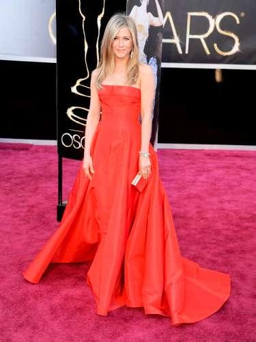 Jennifer Aniston fue una de las actrices que apostaron a los diamantes para brillar en la alfombra roja de los Oscar 2013.