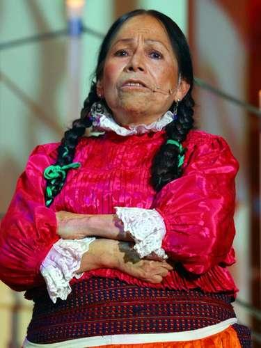 María Elena Velasco es la India María; es una indígena de noble corazón, aunque imprudente. Su ingenuidad y torpeza la llevan a correr diversas peripecias, de las que sale adelante gracias a su ingenio y simpatía. María se enamora de Ramiro, el abuelo de Maricruz.