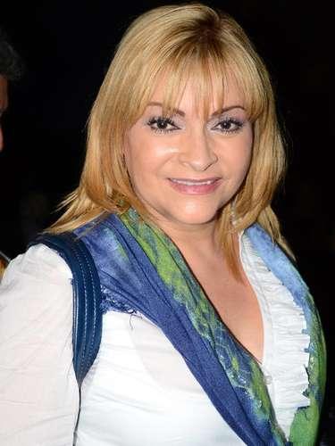Rocío Banquells es Carola;es hermana de Raiza; ejecutiva de negocios, es altiva y pretenciosa; Carlota es socia de Alejandro en el casino de Isla Dorada. Cuando Maricruz comienza a cuidar los intereses de Alejandro, su protector, se convierte en su enemiga.