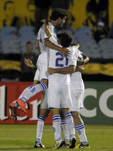 Los jugadores argentinos festejaron el gol d ela victoria.