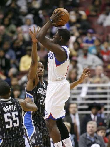 La quinteta de Orlando Magic derrotó 98-84 a los 76ers de Filadelfia para dejar su marca en 16 victorias y 41 derrotas