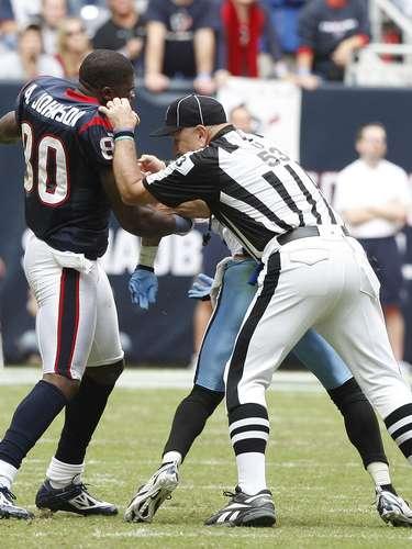 El 28 de noviembre de 2010, en un partido entre los Titans de Tennessee y los Texans de Houston, Andre Johnson y Cortland Finnegan desataron una pelea en la que los árbitros tuvieron que intervenir para evitar que se fuera a mayores, y por la que ambos resultaron expulsados del juego.