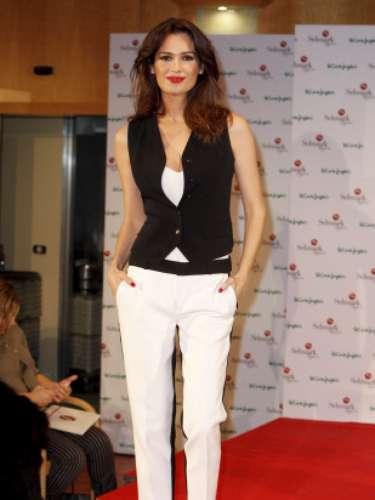 A sus 37 años, la presentadora es madre de una niña Claudia fruto de su relación junto a Javier Revuelta del Peral con el que contrajo matrimonio en 2005.