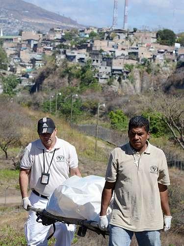 Honduras es uno de los países más pobres del continente americano, con un 70% de sus 8,2 millones de habitantes en la pobreza y un 45% de su población económicamente activa desempleada.