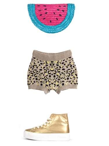 Dentro del armario de Pepi, Luci y Bom: bolso con forma de sandía de Suite Blanco (c.p.v.), shorts de Marie Sixtine (c.p.v.) y zapatillas de SixtySeven (c.p.v.).