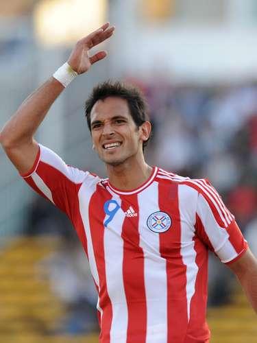 El representante de Paraguay es el delantero del Málaga Roque Santa Cruz, quien hace suspirar a más de uno con sus goles y su apuesta figura.