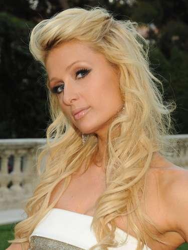 Paris Hilton, la heredera de la fortuna de los Hilton, fue la protagonista de un gran escándalo, cuando se comenzó a difundir por la red un video en el que mantenía relaciones sexuales junto al que fuera su novio Rick Saloman.
