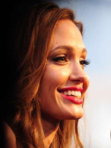 Angelina Jolie, ha sido nombrada por décadas, una de las mujeres más sexys del mundo. Y todos sueñan con ver un video suyo manteniendo relaciones sexuales.
