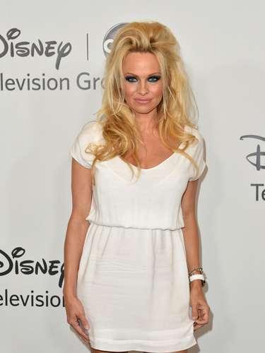 A falta de uno, la estrella de Playboy, Pamela Anderson tiene dos videos caseros muy populares.