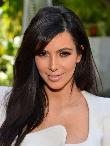 Sus curvas delitaron a miles en la red. Kim Kardashian se hizo popular debido a la difusión de un candente video que protagonizó junto a su novio Ray J, en 2003.
