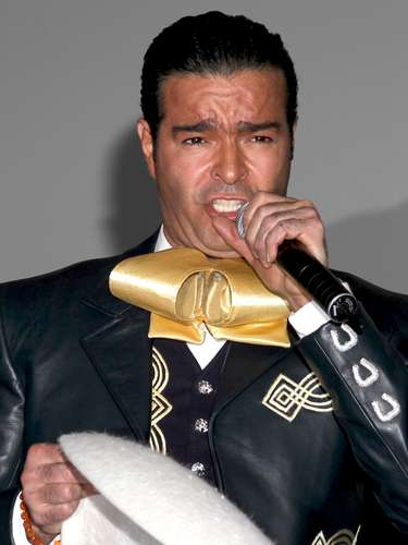 Las copitas de más siguen haciendo estragos en la vida de Pablo Montero, pues según reseñó Mezcalent el cantante fue despedido del musical \