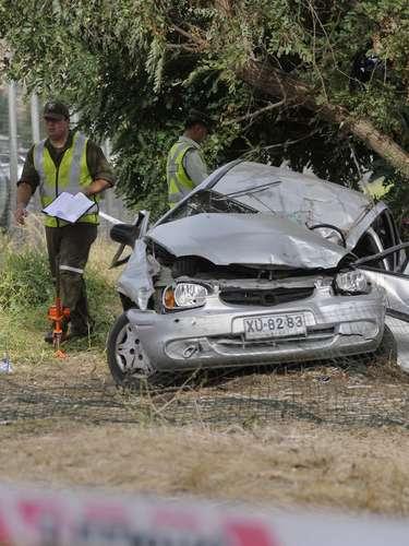 Tres personas murieron luego que un vehículo que iba en dirección a Santiago los atropellara en el kilómetro 40 de la Ruta 68, a la altura de Curacaví. Por causas que se investigan, el conductor del automóvil traspasó el eje de la calzada, arrollando a un grupo de personas que se encontraban en la berma.