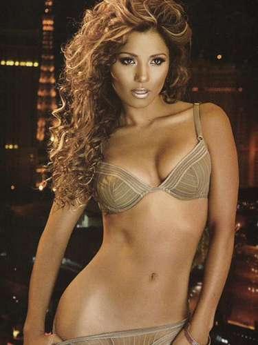 En enero de 2007 la actriz Aleída Núñez le siguió los pasos a la Galliano. La jalisciense desnudó sus atributos en una sesión de fotos que tuvo como fondo las luces de Las Vegas, Nevada.