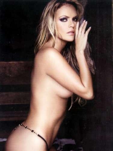 Aline Hernández inició el 2008 con el pie derecho. La excorista de Gloria Trevi también sucumbió ante el llamado del dinero y apareció en topless en la publicación.