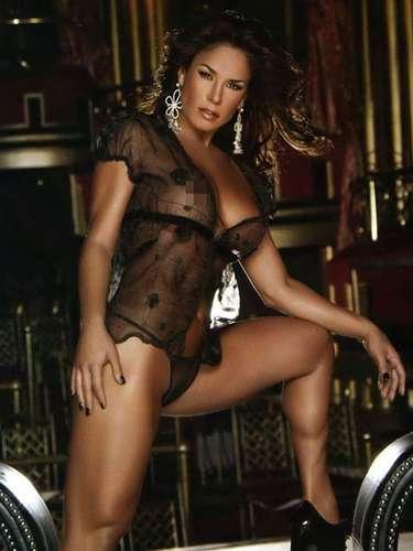 Siguiendo la moda de las famosas por el destape, Lis Vega también hizo lo propio y se quitó la ropa par la edición de marzo de 2008.